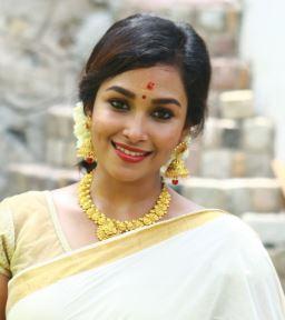 Pon Swathi Tamil Actress