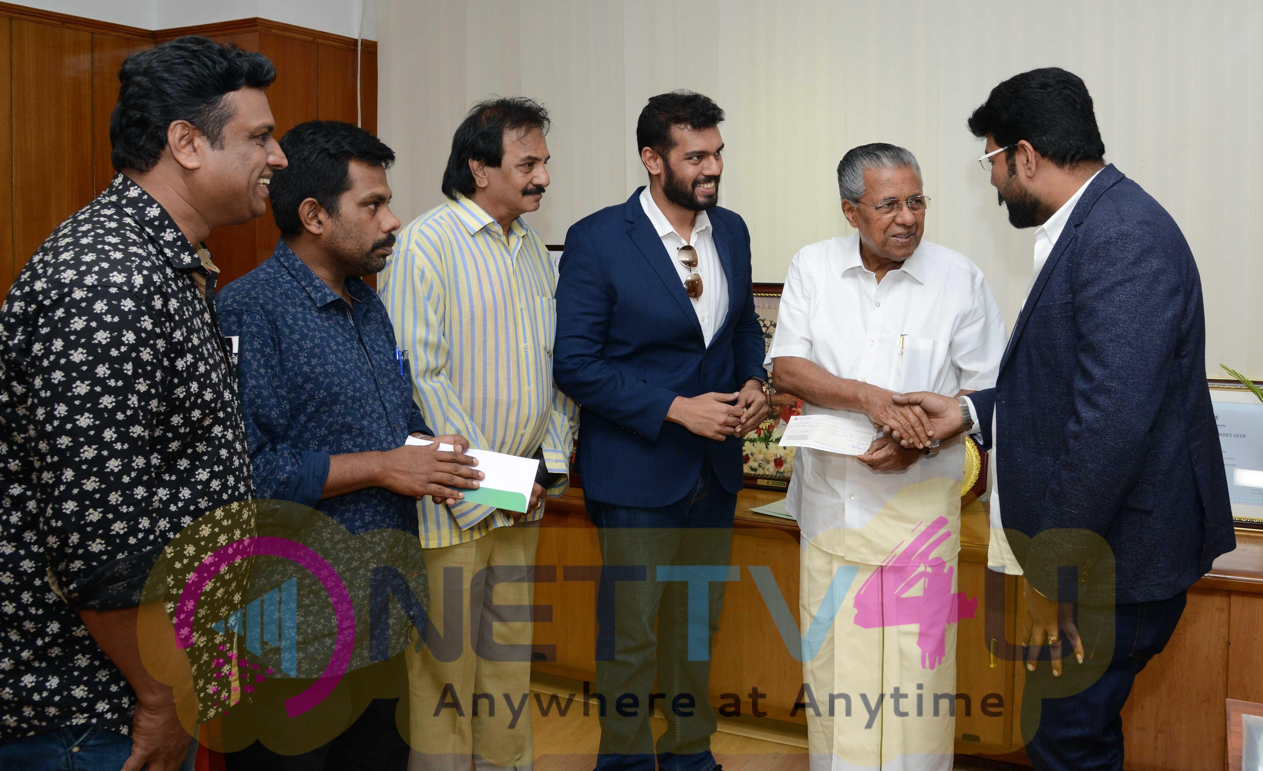 Lyca Production Contributes 1 Core Towards Kerala Flood Stills