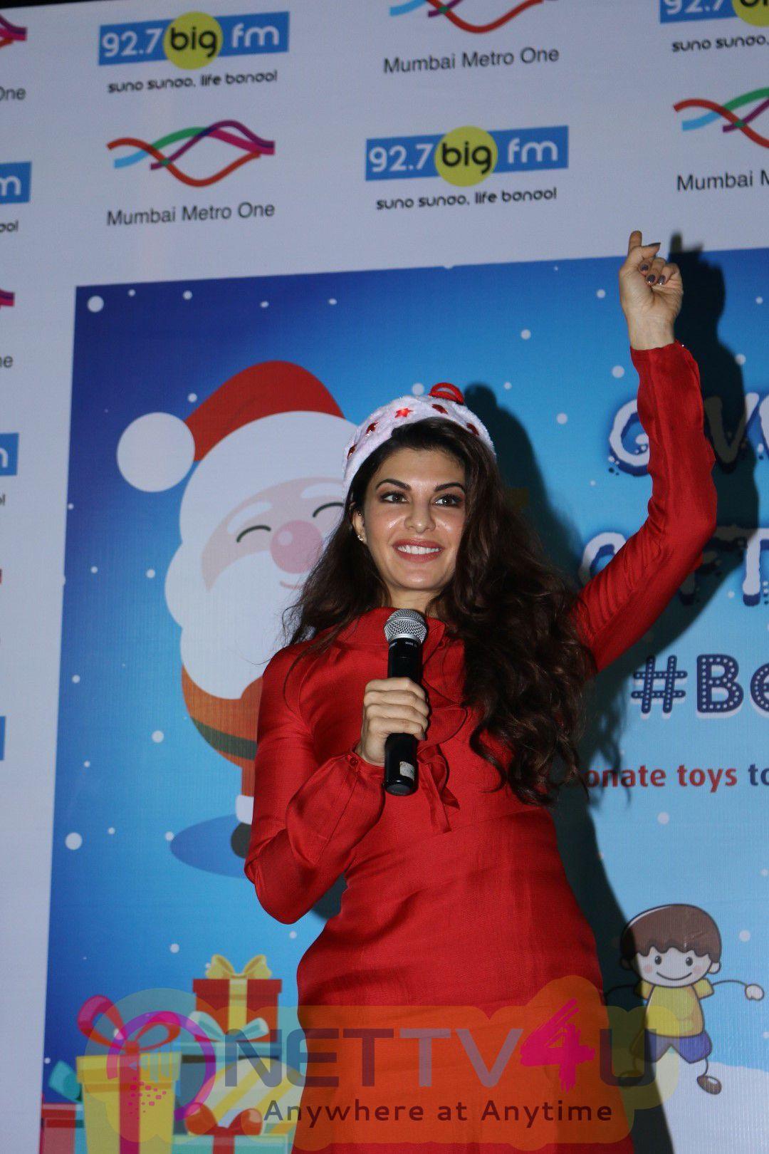 Jacqueline Fernandez Celebrates Christmas With Kids Of Angel Xpress Foundation Photos