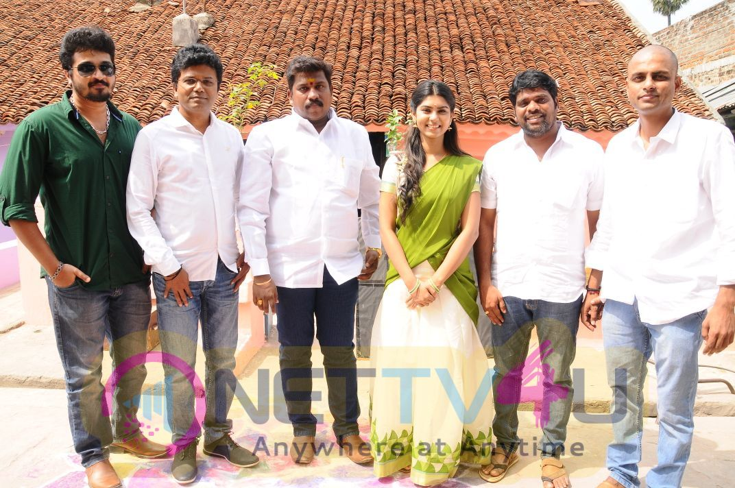 Karuthukalai Pathivu Sei Movie Pooja Stills