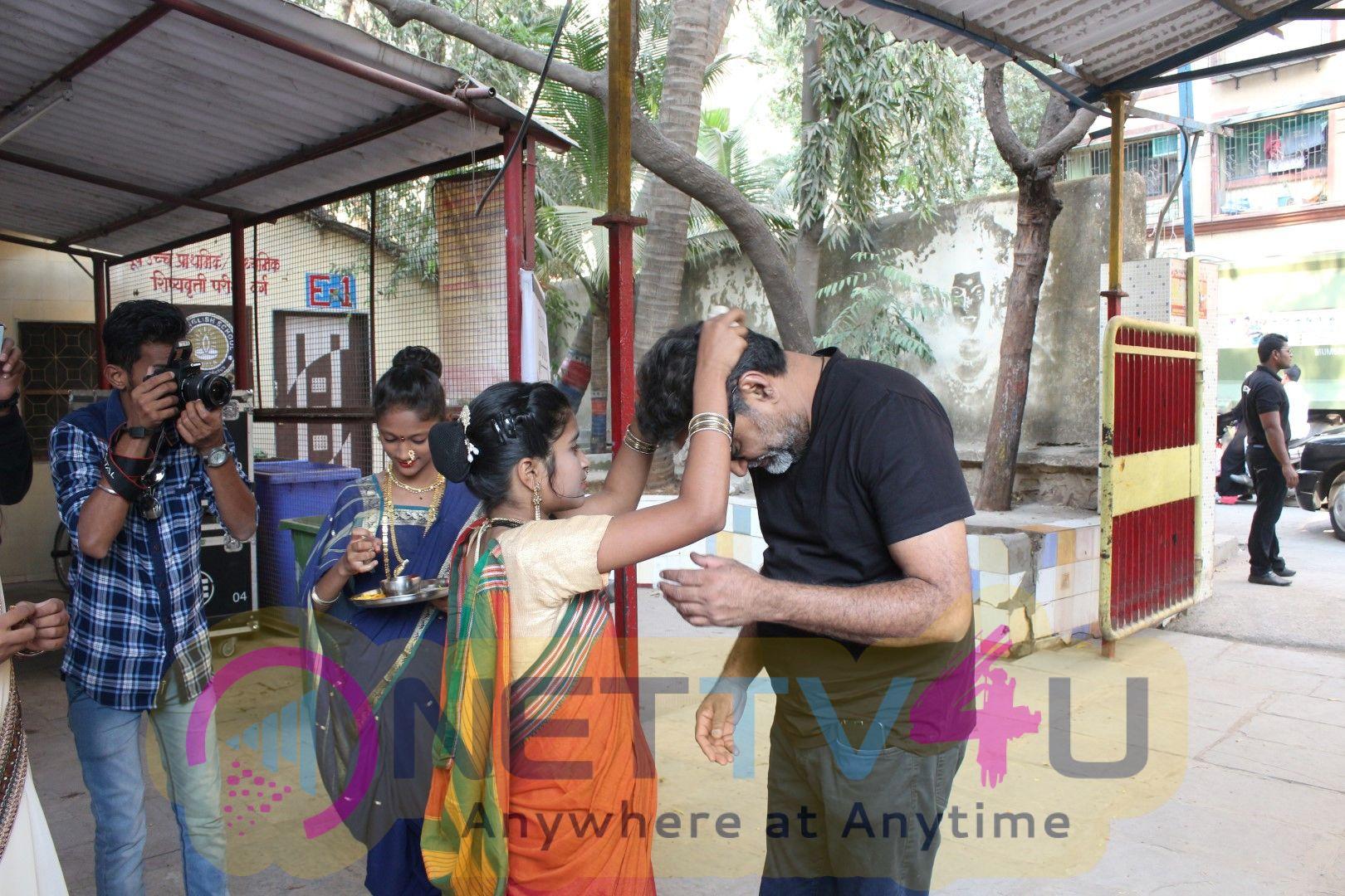 Sonam Kapoor & R Balki Promotion Of Padman With Children Stills