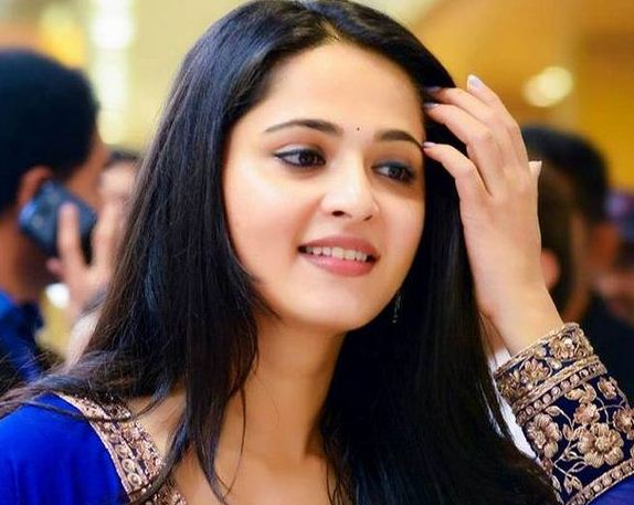 Anushka's Bollywood Launch Delayed?
