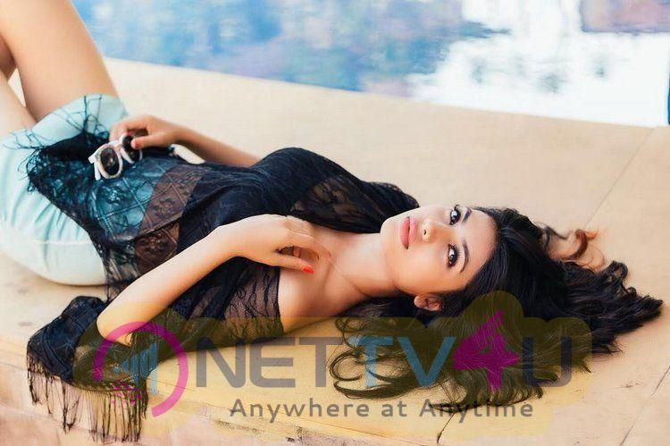Actress Urvi Shetty Romantic Images