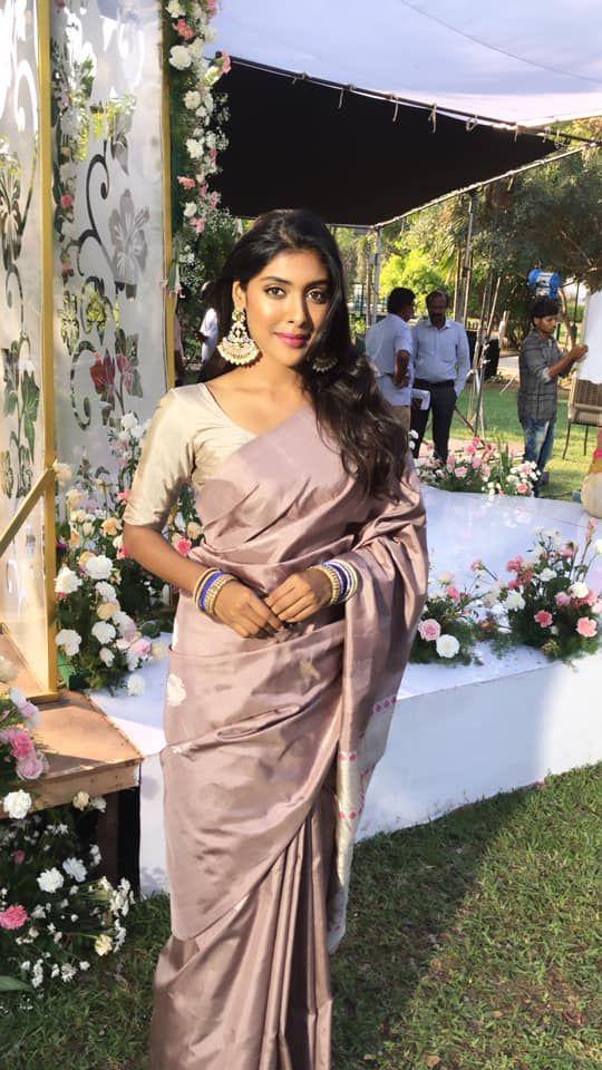 Bigil Movie Actress Gayathri Reddy Beautiful Images Tamil Gallery