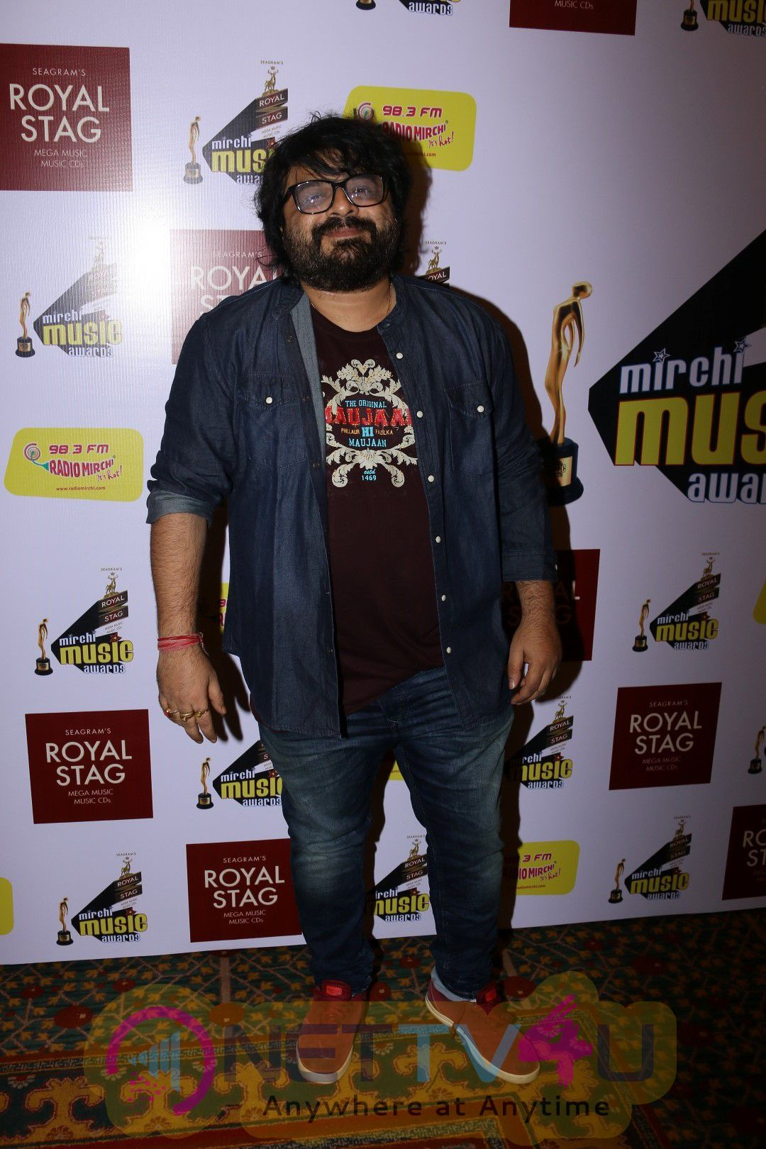 Ayushmann Khurrana & Javed Akhtar At Grand Jury Meet Of Radio Mirchi Music Awards Stills
