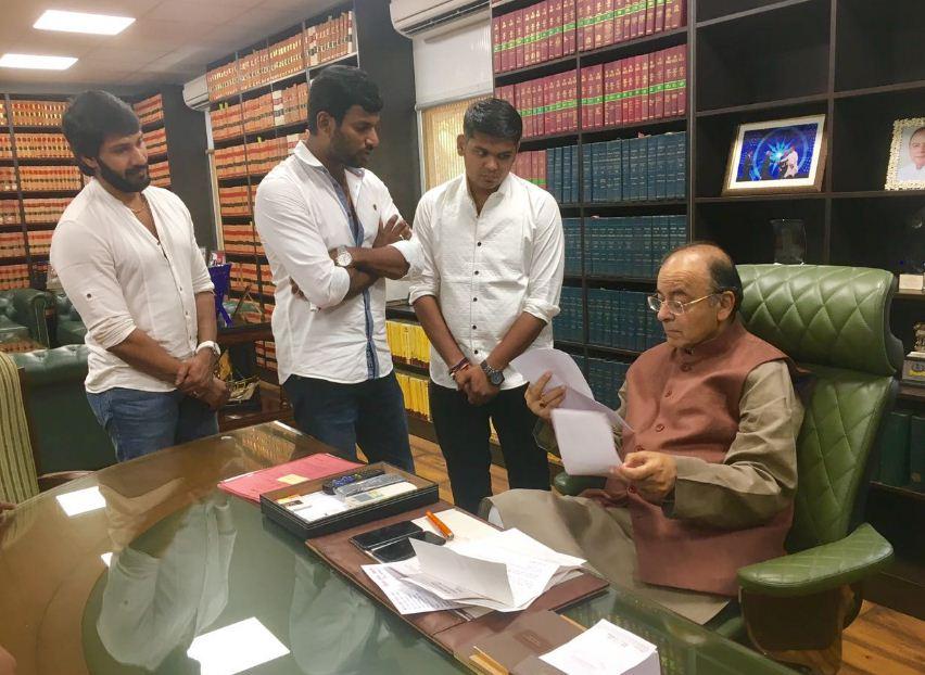 Hot News! Vishal To Enter Into Politics!