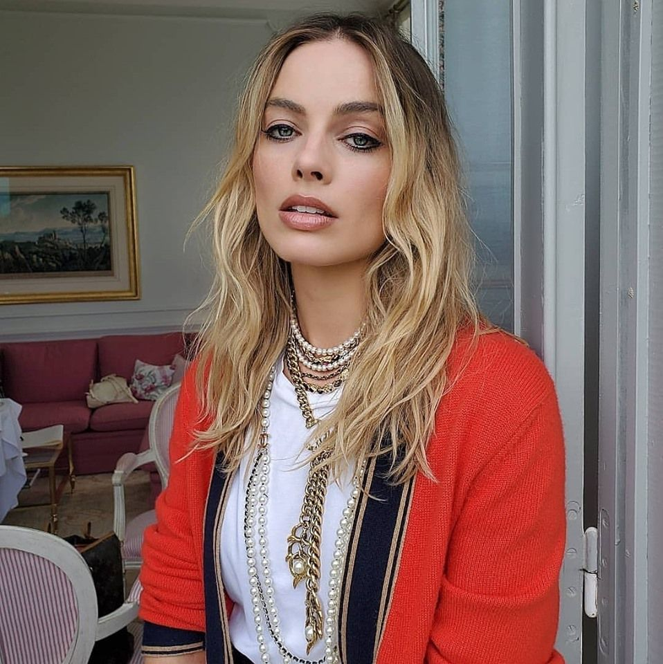 Actress Margot Robbie Attracvtive Images English Gallery