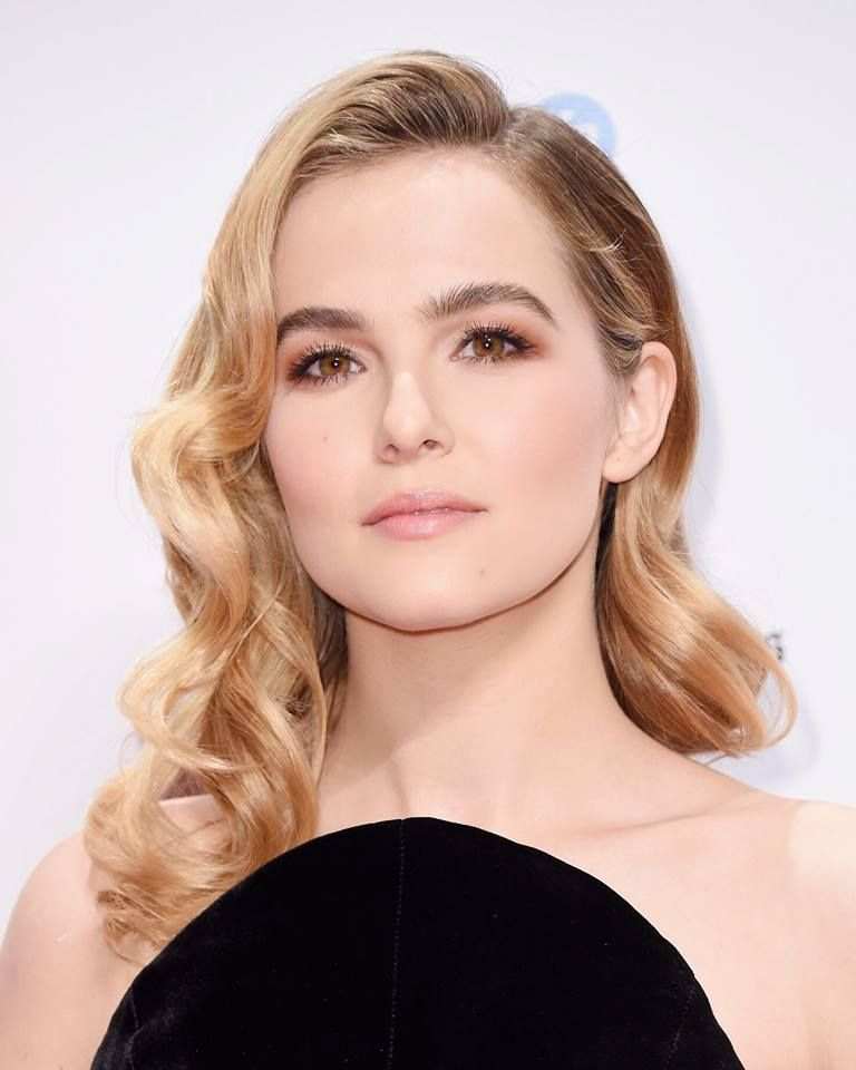 Actress Zoey Deutch Lovely Images