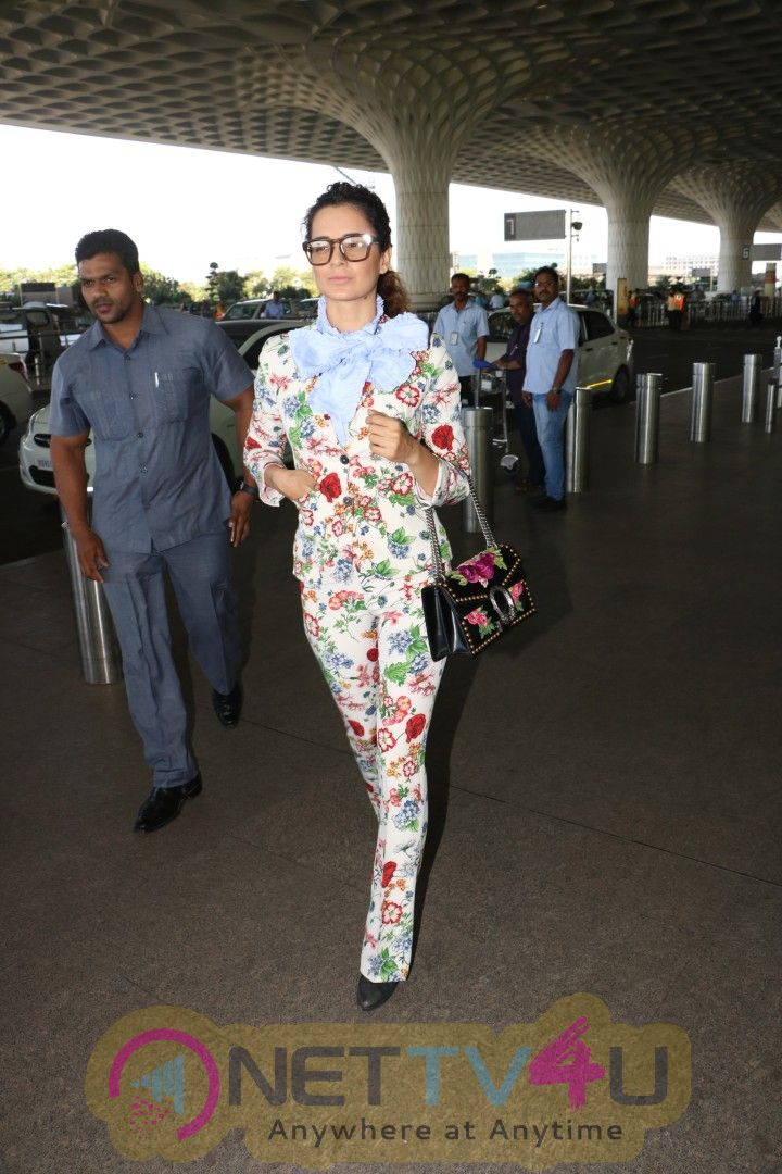 Kangana Ranaut Spotted In Stylish Looking Images At Airport