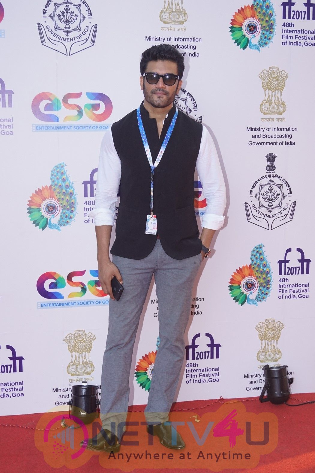 Sharad Kelkar With Wife At IFFI 2017 Pics Hindi Gallery