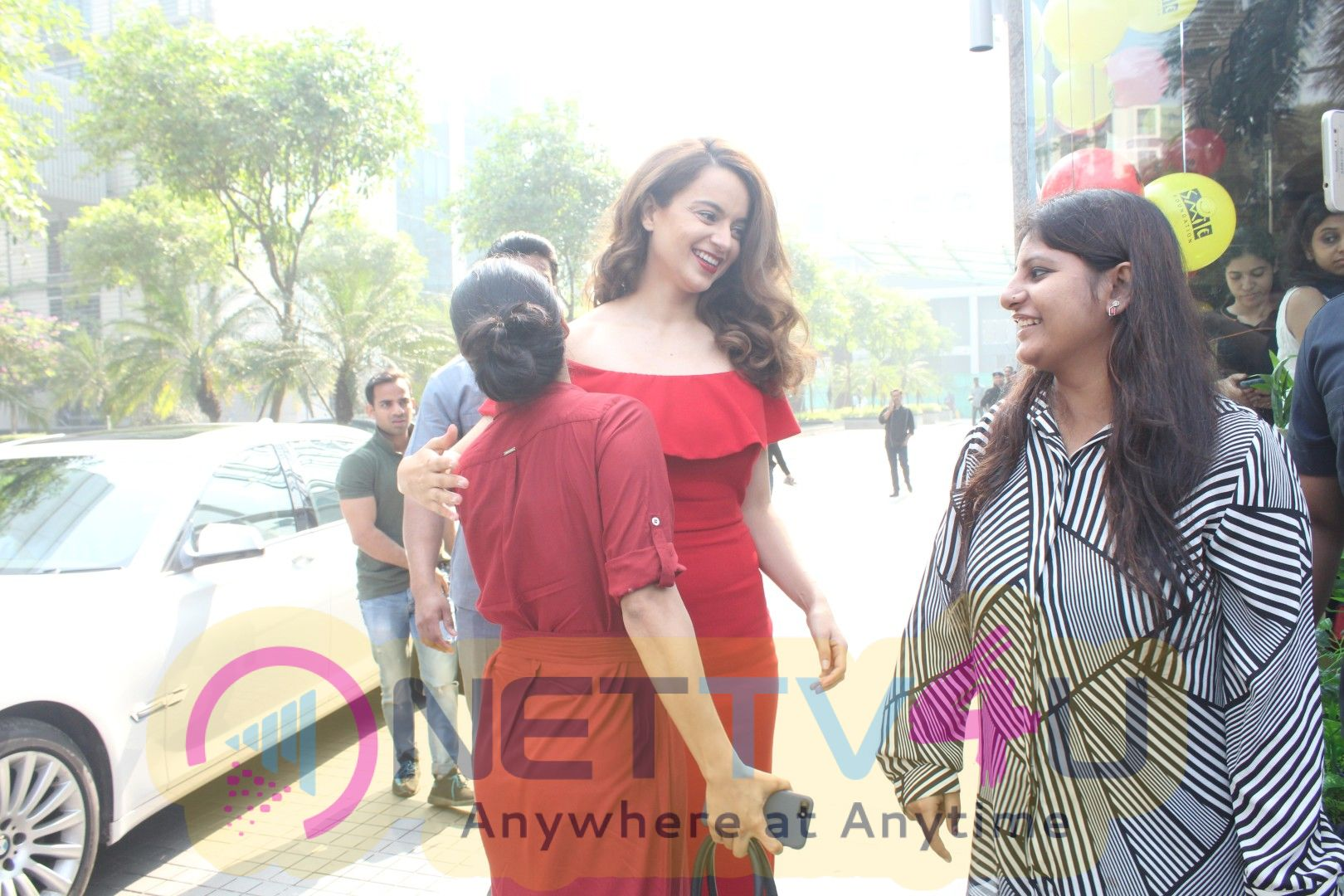 Actress Kangana Celebrating Christmas With Smile Foundation Kids Pics Hindi Gallery