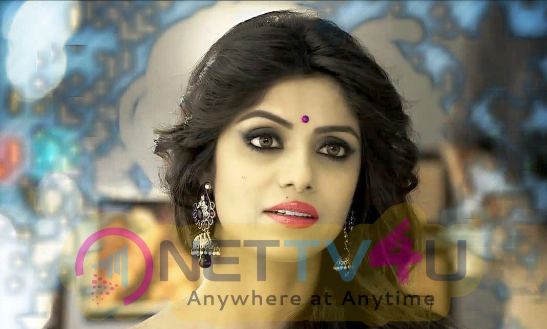 Actress Sayantani Ghosh Attractive Photos
