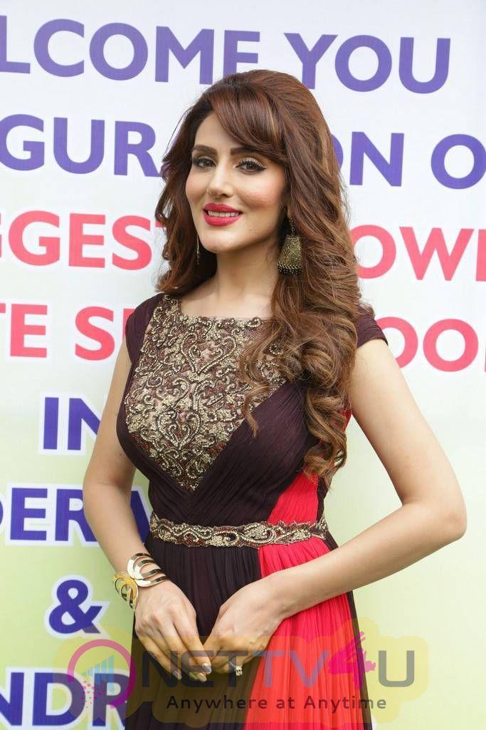 Actress Sudeepa Singh Cute Photos Hindi Gallery