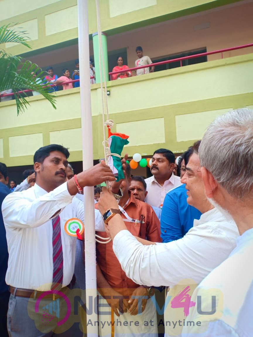 Makkal Needhi Maiam Party President Mr Kamal Haasan Republic Day Celebrations At Cuddalore Akshara Vidyaashram School Pics