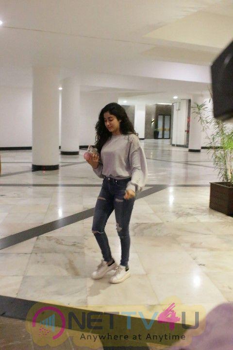 Janhvi Kapoor Came To  Manish Malhotra Home