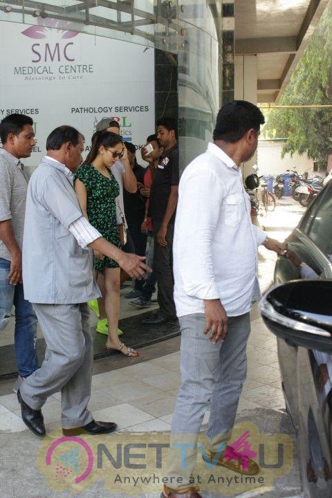 Shahid Kapoor & Mira Rajput  Came To Clinic In Bandra Hindi Gallery