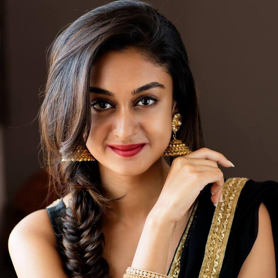 Actress Aishwarya Arjun Fashionable Pics Kannada Gallery