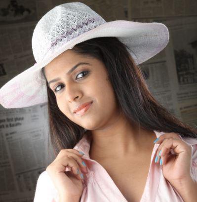 Veena Mohan Tamil Actress