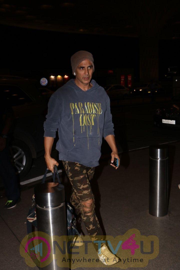 Akshay Kumar Spotted At Airport Stills