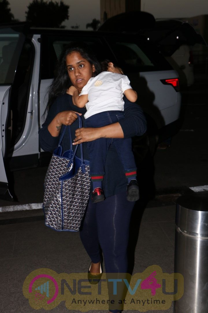 Arpita Khan & Fly Spotted At Airport Photos