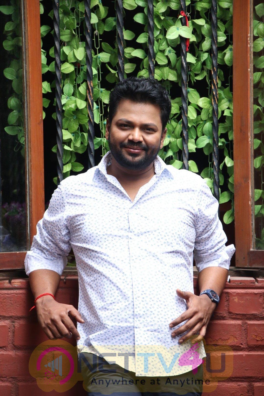 Actor Roshan Good Looking Images Tamil Gallery