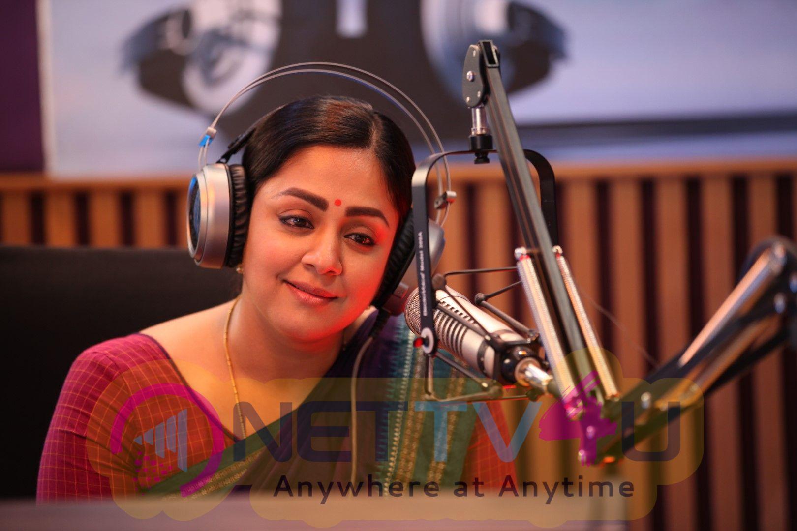 Kaatrin Mozhi Movie Working Pics Tamil Gallery