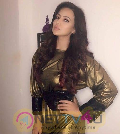 Actress Sana Khan Lovely Pics