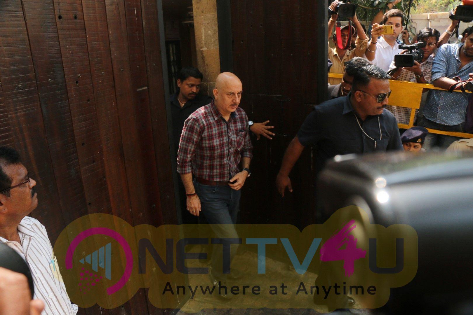 Madhur Bhandarkar, Anupam Kher, Ramesh Sippy Visit Anil Kapoor House