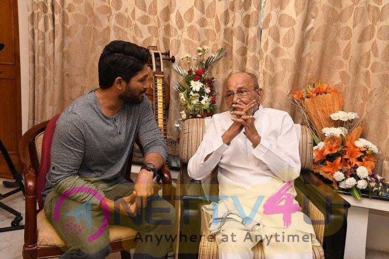 Allu Arjun Meets K Vishwanath Grand Pics Telugu Gallery