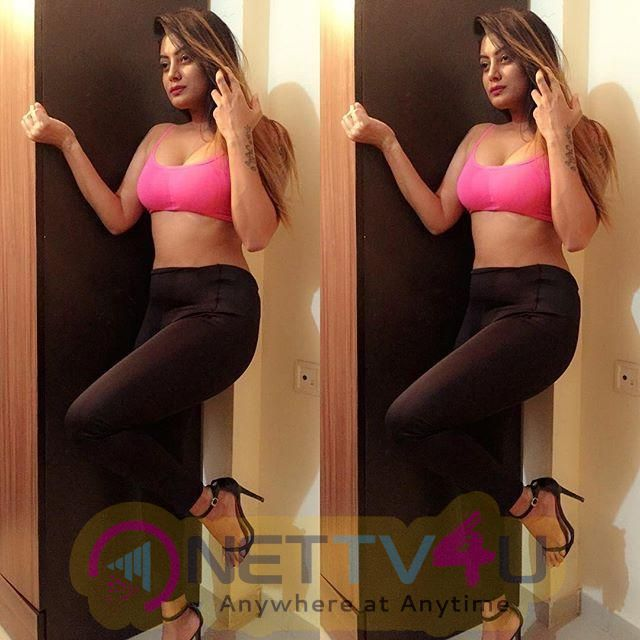 Model Twinkle Kapoor Hot & Sexy Pics