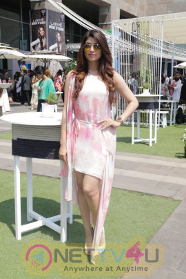 Akanksha Puri Sizzles At Lakme Fashion Week Images