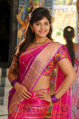 Tamil Actress Anjali Gallery Stills Image Clips
