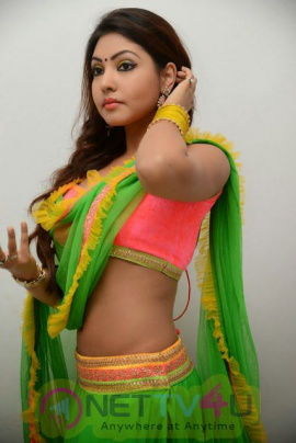 Telugu Actress Komal Jha Photo Shoot Latest Pictures