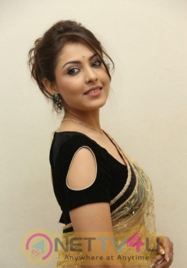 Telugu Actress Madhu Shalini Gallery Image Clips