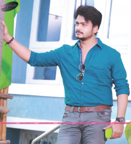 Vijay Thamdel Stylish Look In Paara Hushar Telugu Movie