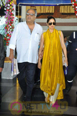 Mb 40 Celebrities At Vizag Airport Stills