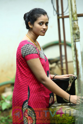 Oru Tharam Udhayamagirathu Tamil Movie Stills And Posters