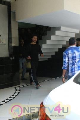 Actor Tiger Shroff Came To Pandra Photo