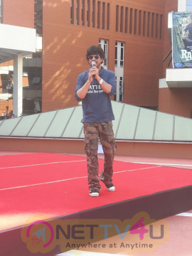 Shahrukh Khan Hymns His Famous Dialogues For Students In Pune Stills Hindi Gallery