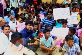 Abi Saravanan At Sterlite Protest Stills Tamil Gallery
