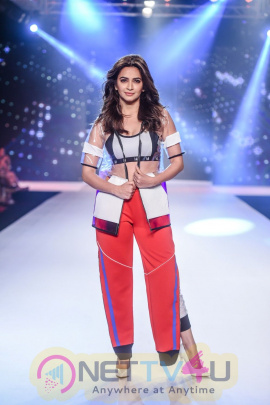 Kriti Kharbanda Showstopper For Designer Sumiksha Goenka Myriad At Bombay Times Fashion Week 2018 Stills