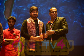 Actor Abi Saravanan Getting Mannin Mainthan & Inspirational youth 2017 Award Tamil Gallery