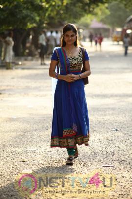 Azhagendra Sollukku Amudha Movie Cute Stills