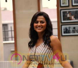 Actress Shraddha Srinath Cute Images Kannada Gallery