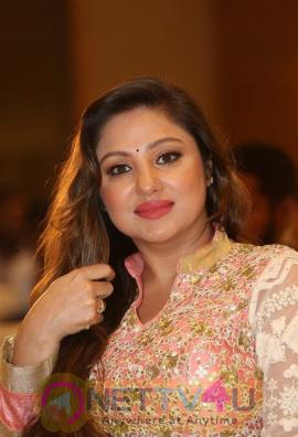 Actress Priyanka Upendra Attractive Images Kannada Gallery