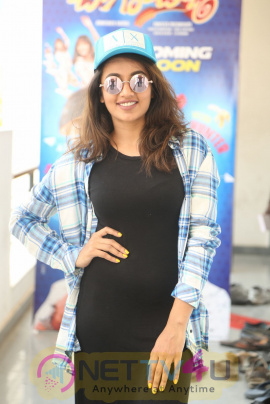 Tejaswi Madivada Cute Photo Shoot
