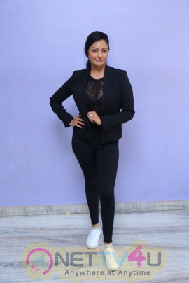 Actress Pooja Kumar Romantic Photos Telugu Gallery