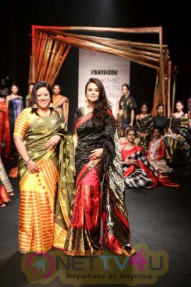 Preity Zinta Showstopper At LFW Summer / Resort 2017 Photos