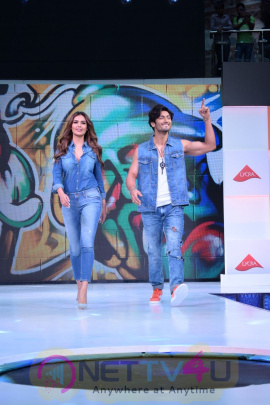 EshaGupta & Vidyut Jammwal Attended The Fashion Show Infiniti Mall Hindi Gallery