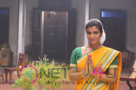 Aishwarya Rajesh Joins With The Team Sami Square Cute Images Tamil Gallery